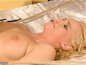steaming Kathia Nobili gets her beaver packed with weenie