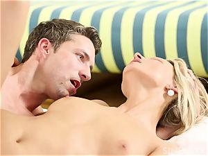 sensual episode with a wondrous blond honey