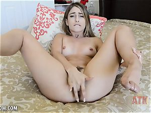 Kristen Scott fondles poon until she climaxes