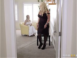 Alura Jenson is the mom who daughters dread