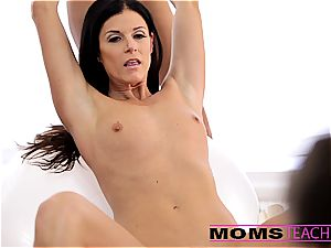 cum-swapping with Janice and mom India