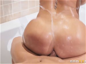 Diamond kitty plumbed in the douche