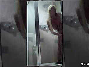 Home vid of Nikita Von James taking a bathroom