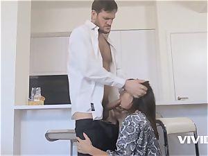 cougar Alysa Gap Gets Her spouse meatpipe For revenge