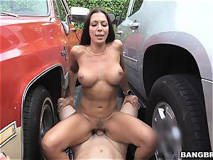 Rachel Starr porked inbetween two cars