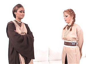 Jedi skin Diamond demonstrates Penny Pax the energy