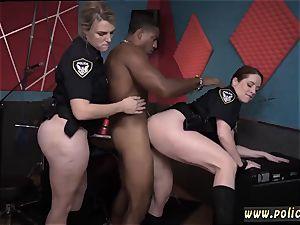 faux polyclinic cougar moist video captures cop screwing a deadbeat dad.