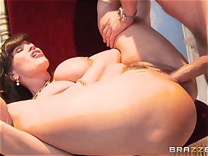 Divine mature Lisa Ann tests fat spear on Olympus
