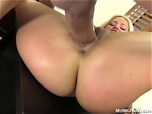 molten milf chief Does What She Wants