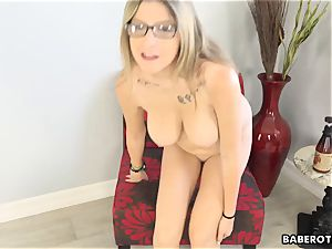 Solo session of Sarah Bella is highly titillating