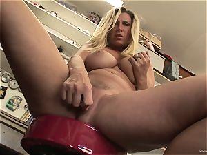 sizzling Devon Lee likes taunting her jummy moist clitoris